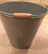 Grey Bucket / Pale